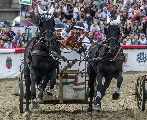 Füzér lovasa nyerte a 9. Nemzeti Vágtát